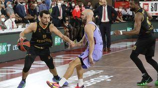 Les Monégasques, déjà battus par le Real Madrid mercredi, ont cette fois trébuché contre Barcelone. (CYRIL DODERGNY / MAXPPP)