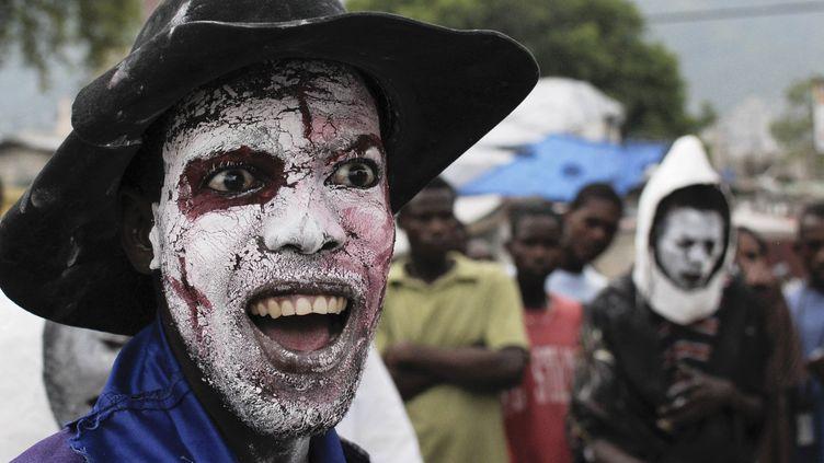 """Célébration de la fête vaudou des """"Guédés"""" à l'occasion de la Toussaint, à Port-au-Prince (Haïti), le 1er novembre 2011. (SWOAN PARKER / REUTERS)"""