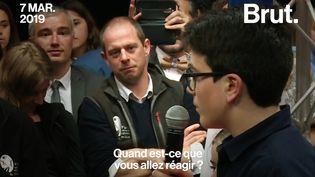 Ce jeudi 7 mars, Emmanuel Macron s'est déplacéen régionProvence-Alpes-Côte d'Azur pour évoquer les questions environnementales avec des collégiens. L'un d'eux a attiré toute l'attention. (BRUT)
