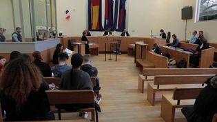 Le tribunal d'Évry (Essonne) estparalysé par la grève des avocats, un mouvement entamé depuis plus de deux mois pour dénoncer la réforme des retraites. Les audiences sont repoussées et les dossiers s'accumulent. (France 3)