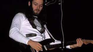 David Gilmour sur sa Black Fender Stratocaster à New York le 16 juin 1975.  (Richard E. Aaron/Redferns)