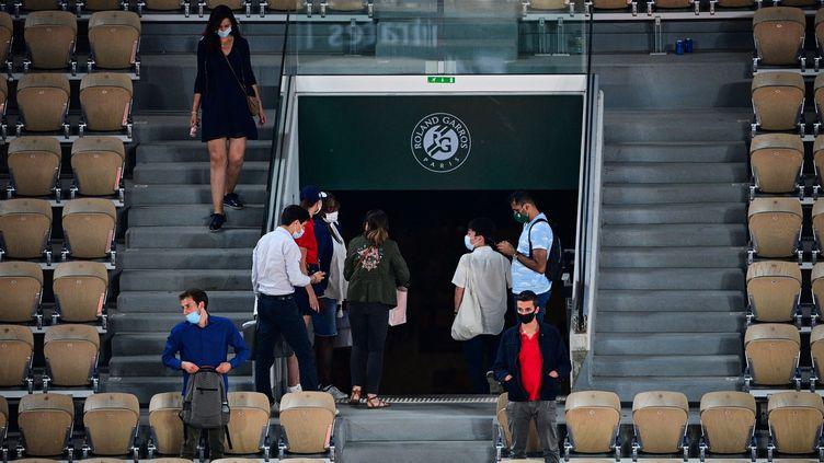Novak Djokovics'est qualifié en demi-finales de Roland-Garros dans un court Philippe - Chatrier vide. (MARTIN BUREAU / AFP)