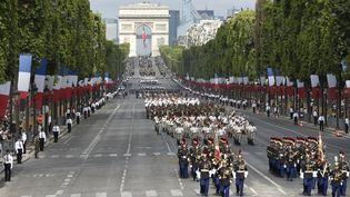 Les troupes françaises défilent sur les Champs-Elysées, le 14 juillet 2015. (ALAIN JOCARD / AFP)
