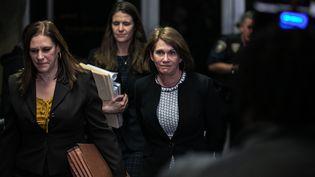 La psychiatre médico-légale Barbara Ziv, accompagnée des procureures Joan Illuzzi-Orbon et Meghan Hast, quitte la Cour suprême de New York (Etats-Unis), le 24 janvier 2020. (JEENAH MOON / GETTY IMAGES NORTH AMERICA / AFP)