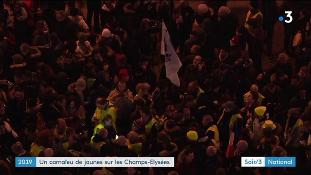 """Réveillon de la Saint-Sylvestre : 200 """"gilets jaunes"""" présents sur les Champs-Élysées"""