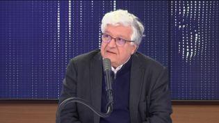 Elie Cohen, économiste au CNRS, était l'invité de franceinfo samedi 14 mars 2020. (FRANCEINFO / RADIO FRANCE)