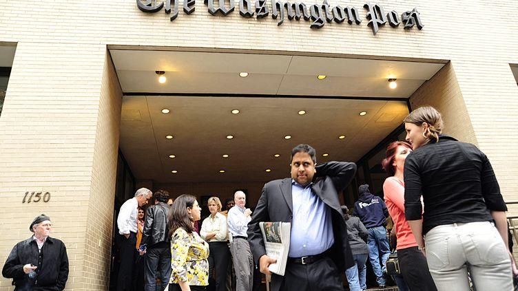 """L'entrée du """"Washington Post"""", le 5 mai 2010, à Washington (Etats-Unis). (KAREN BLEIER / AFP)"""