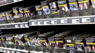 Le 1er juillet, certaines marques de cigarettes vont voir leur prix augmenter. (SYLVIE CAMBON / MAXPPP)