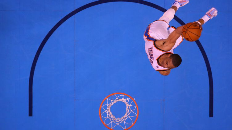 Russell Westbrook s'envole au dunk (RONALD MARTINEZ / GETTY IMAGES NORTH AMERICA)