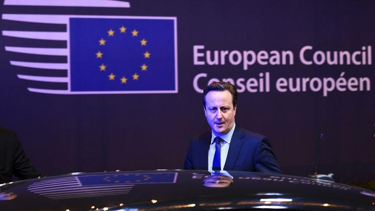 Le Premier ministre britannique David Cameron quitte le sommet européen à Bruxelles vendredi 19 février 2016, au petit matin. (DYLAN MARTINEZ / REUTERS)