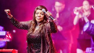 La chanteuse Gloria Gaynor lors d'un concert à Hambourg (Allemagne), le 5 mars 2017. (MARKUS SCHOLZ / DPA / AFP)