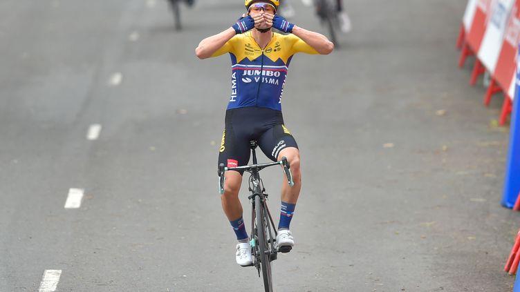 Primoz Roglic lève les bras dès la première étape de cette Vuelta. (ANDER GILLENEA / AFP)