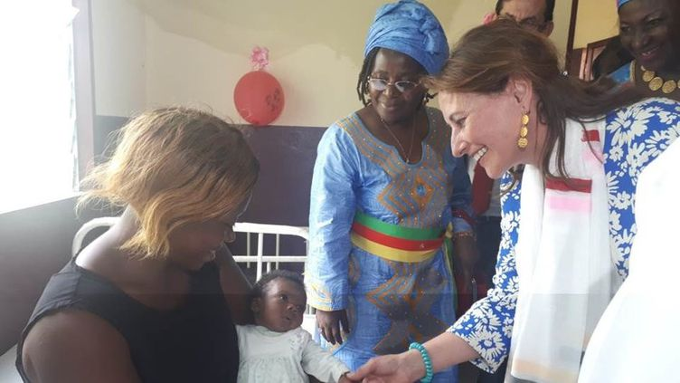"Ségolène Royal inaugure une ""maternité solaire"" le 13 mai 2019 au Cameroun. (AMBASSADE DE FRANCE AU CAMEROUN)"
