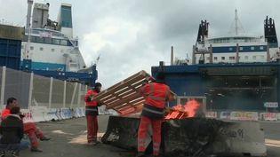 Blocages des ports : pénuries en Outre-mer et en Corse (FRANCE 2)