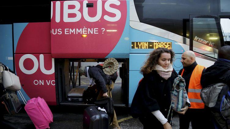 Un car Ouibus, à Marseille, le 21 janvier 2016. (MAXPPP)