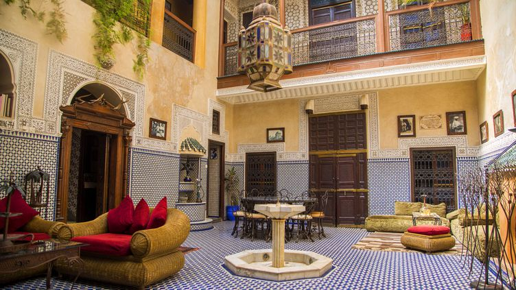 (Marrakech regorge de magnifiques riads mais mieux vaut les visiter avant de signer... © fotolia)