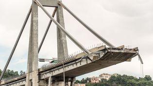 Le pont de Gênes s'est écroulé sur un large tronçon mardi 14 août, suscitant des inquiétudes sur les autres ponts construits par l'ingénieur Riccardo Morandi. (CARLO ALBERTO ALESSI / SPUTNIK)