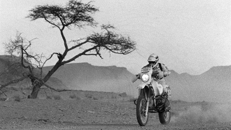 motard dakar 1985 (noir et blanc) (DOMINIQUE FAGET / AFP)