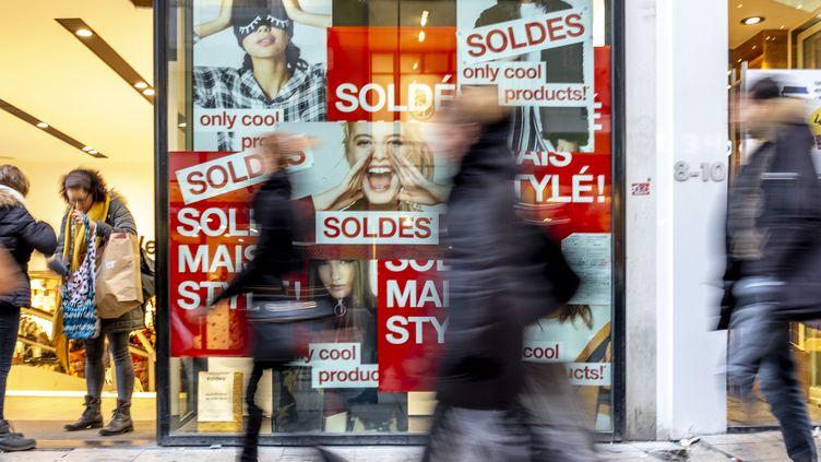 Des soldes d'hiver à Bruxelles, en Belgique, le 3 janvier 2019. (HATIM KAGHAT / BELGA MAG / AFP)