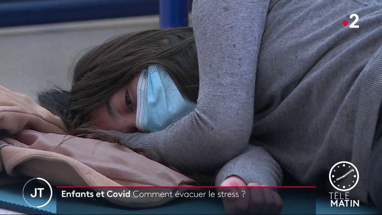 Des cours de relaxation dans un collège de Dijon (France 2)