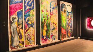 """Exposition """"Vitraux d'artistes"""" à l'abbaye de Fontevraud dans le Maine-et-Loire (France 3 Grand Ouest)"""