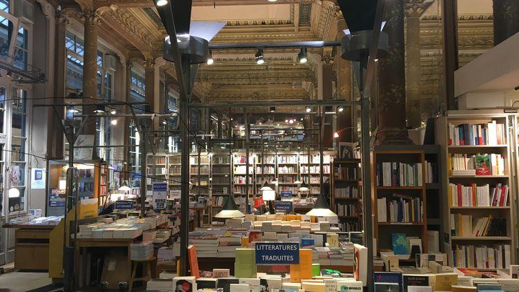 Dans la librairie Tropismes à Bruxelles, novembre 2020. (LCA / FRANCEINFO CULTURE)