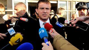 Le ministre de l'Intérieur Manuel Valls à Coquelles (Pas-de-Calais), le 12 décembre 2013. (PHILIPPE HUGUEN / AFP)