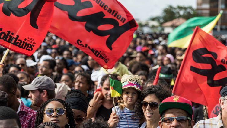 Des manifestants à Cayenne, le 28 mars 2017, durant le conflit social. (JODY AMIET / AFP)