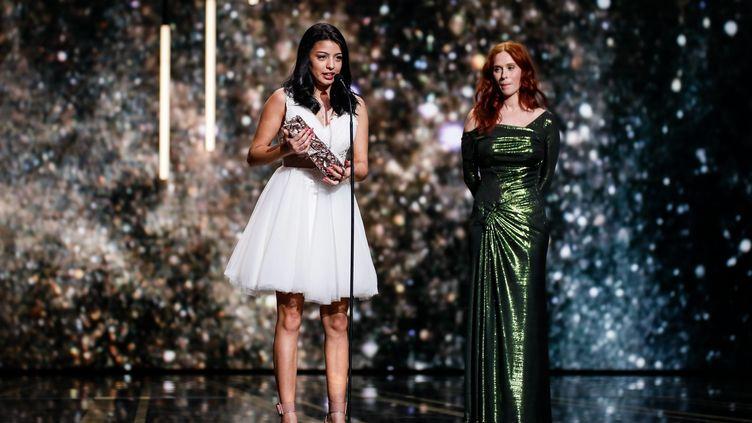"""La comédienne Kenza Fortas remporte le César du meilleur espoir féminin pour son rôle dans """"Shéhérazade"""", le 22 février 2019 à Paris. (MAXPPP)"""