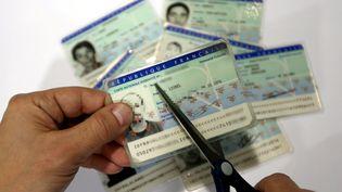 La proposition sur la déchéance de nationalité sera applicable à toutes les personnes françaisesnées d'un ou deux parents étrangers et ayant conservé leur nationalité étrangère. (MAXPPP)