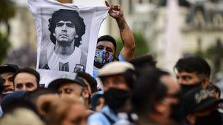 Le peuple argentin a rendu un dernier hommage à Diego Maradona, le26 novembre 2020 à Buenos Aires. (RONALDO SCHEMIDT / AFP)