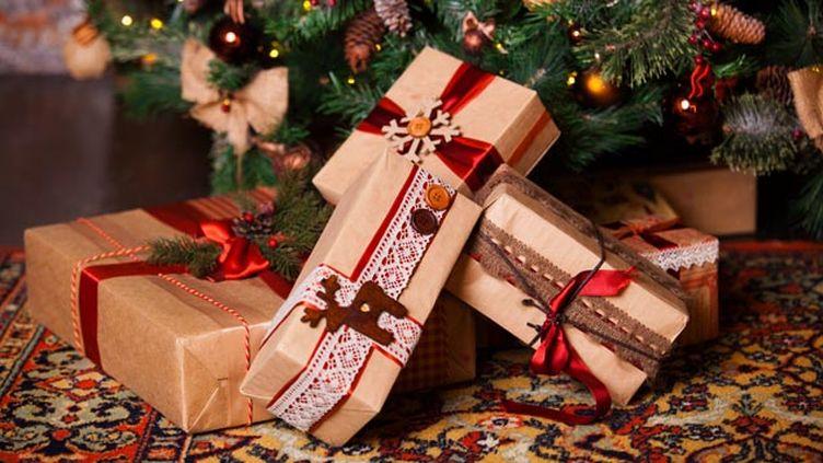 (A Noël, les cadeaux déposés au pied du sapin ne font pas que des heureux...© Fotolia)
