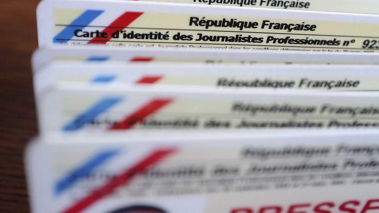 Des cartes de presse délivrées par la Commission de la carte d'identité des journalistes professionnels. (FRANCK LODI / SIPA)