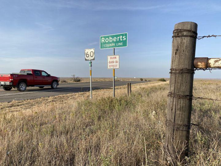 L'entrée du comté de Roberts (Texas), le 21 octobre 2020. (RAPHAEL GODET / FRANCEINFO)