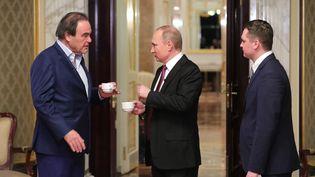 """Le président russe Vladimir Poutine et le réalisateur Oliver Stone, lors du tournage du documentaire """"Conversations avec Poutine"""". (KOMANDIR/COURTESY SHOWTIME)"""