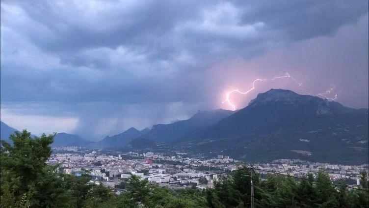 Les intempéries ont causé d'importantes coupures d'électricité en Isère et Haute-Savoie, le27 juillet 2019. (YANN GONON / FRANCE 3 ALPES)