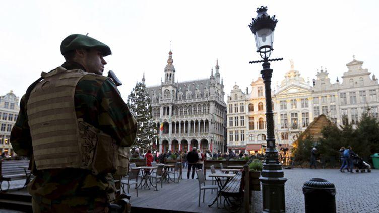 (La Grand Place de Bruxelles, sous haute surveillance © Reuters/Francois Lenoir)