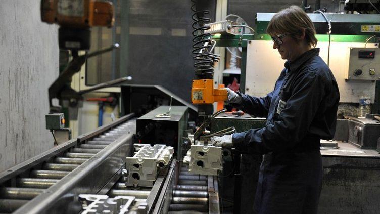 Chaîne de production à la Fonderie du Poitou le 19 janvier 2012, à Ingrandes (Maine-et-Loire). (ALAIN JOCARD / AFP)