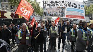 Les salariés creusois de l'équipementier automobile GM&S, le 19 avril 2017, à Paris. (THOMAS SAMSON / AFP)