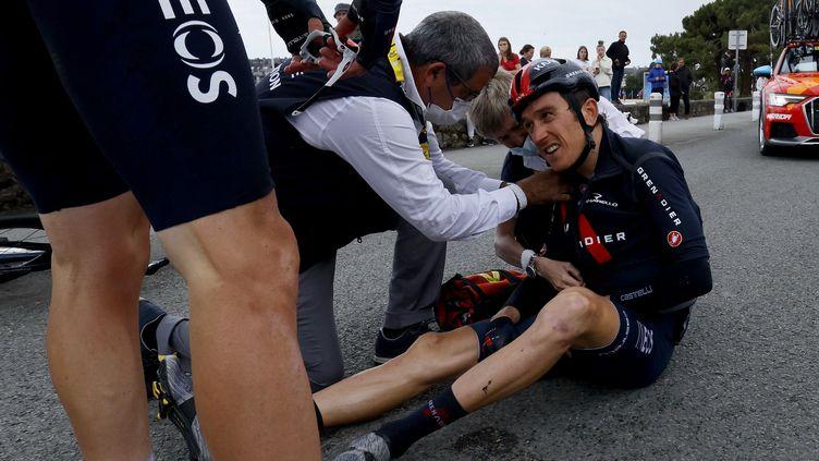 Geraint Thomas (Ineos Grenadier) a chuté lourdement entre Lorient et Pontivy le lundi 28 juin. (THOMAS SAMSON / AFP)