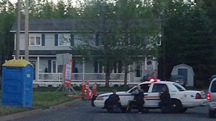 (Une chasse à l'homme à Moncton au Canada, pour le tueur de trois policiers © Maxppp)