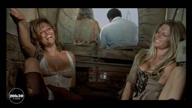 """VIDEO. Brigitte Bardot et Claudia Cardinale confient des souvenirs de tournage du film """"Les Pétroleuses"""" au magazine """"20h30 le samedi"""""""