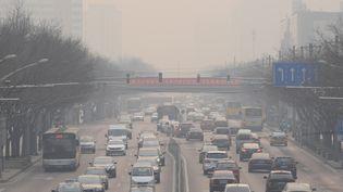 Pékin (Chine) sous la pollution, le 7 décembre 2015. (HAN JITAO / IMAGINECHINA / AFP)