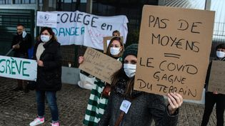 Des enseignants grévistes en Lorraine pour protester contre l'insuffisance du protocole sanitaire contre le Covid-19, le 10 novembre 2020. (PIERRE HECKLER / MAXPPP)