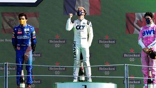 Le Français Pierre Gasly sur le podium de Monza (Italie), le 6 septembre 2020. (JENNIFER LORENZINI / POOL / AFP)