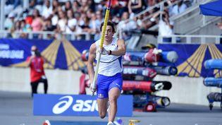 Le Suédois Armand Duplantis s'est imposé samedi à Charléty avec un saut à 6,01 m. (LUCAS BARIOULET / AFP)