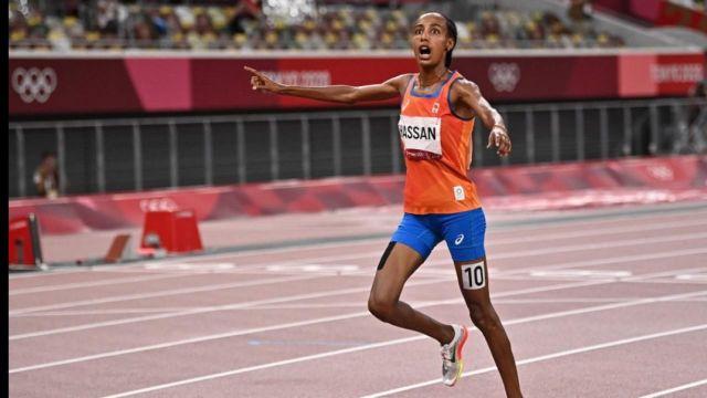 Sifan Hassan s'offre l'or sur le 5000 m devant la Kenyane Hellen Obiri et l'Ethiopienne Gudaf Tsegay.La Néerlandaise valide la première étape de son potentiel triplé avant le 1500 m et le 10000 m.