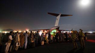 Un avion militaire australien évacue des personnes d'Afghanistan, le 20 août 2021 à Kaboul. (SGT GLEN MCCARTHY / AUSTRALIAN DEFENCE FORCE / AFP)