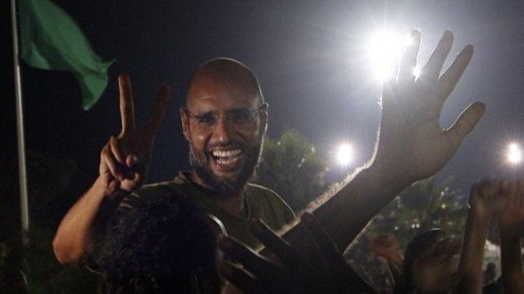 Saif al-Islam Kadhafi devant les journalistes à Tripoli (23 août 2011) (AFP / Imed Lamloum)