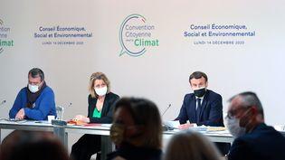 Le président de la République, Emmanuel Macron, le 14 décembre 2020 lors d'une rencontre avec la Convention citoyenne pour le climat. (THIBAULT CAMUS / AFP)
